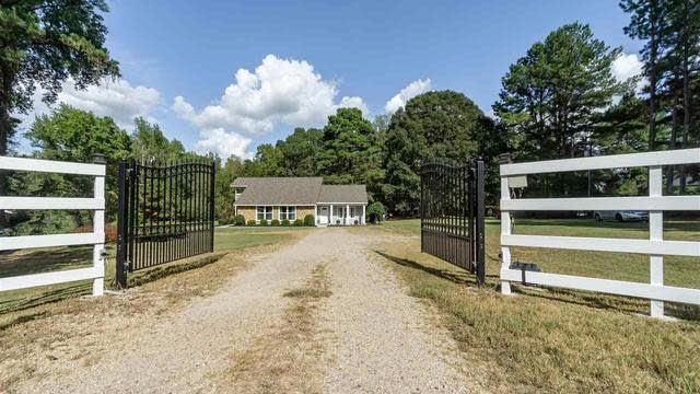 Photo 1 of 30 - 7704 Zebulon Rd, Youngsville, NC 27596