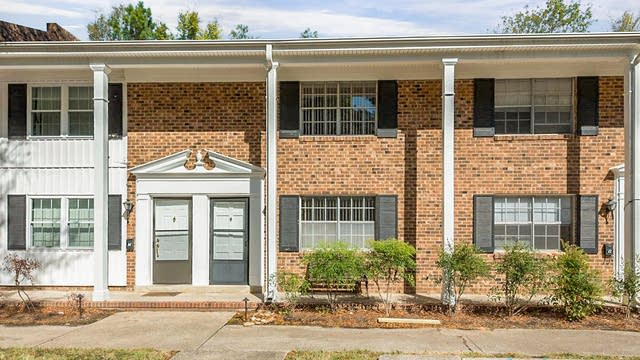 Photo 1 of 14 - 1002 Willow Dr #13, Chapel Hill, NC 27514