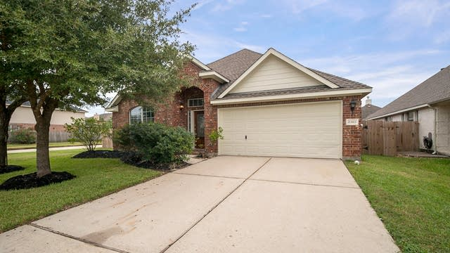 Photo 1 of 38 - 8303 Terra Valley Ln, Tomball, TX 77375