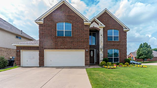 Photo 1 of 30 - 5200 Memorial Dr, Fort Worth, TX 76244