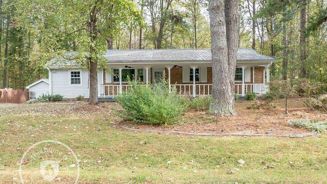 Photo 1 of 30 - 8812 Rollingwood Rd, Chapel Hill, NC 27516