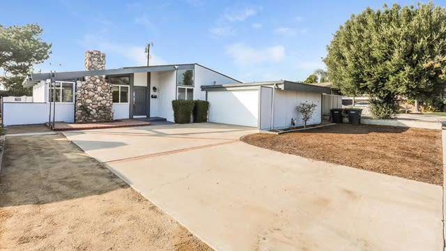 Photo 1 of 25 - 976 N Center St, Orange, CA 92867