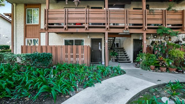 Photo 1 of 25 - 3707 Country Club Dr #3, Long Beach, CA 90807