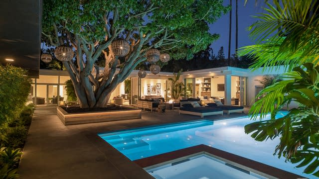 Photo 1 of 32 - 1007 Loma Vista Dr, Beverly Hills, CA 90210