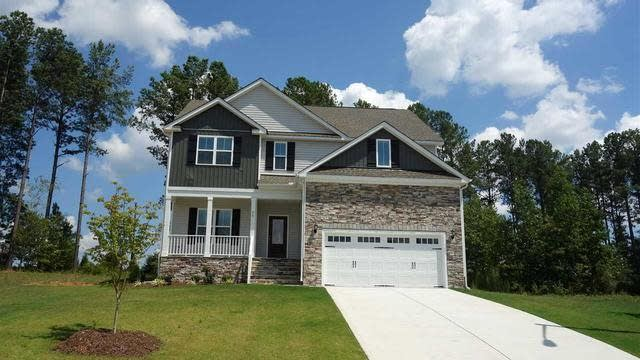 Photo 1 of 28 - 20 Lockamy Ln, Youngsville, NC 27596