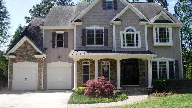 Photo 1 of 29 - 7607 Devere Ct, Raleigh, NC 27613
