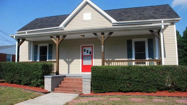 Photo 1 of 26 - 208 N College St, Youngsville, NC 27596