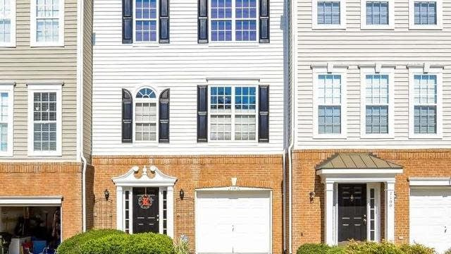 Photo 1 of 18 - 7102 Proctor Hill Dr, Raleigh, NC 27613
