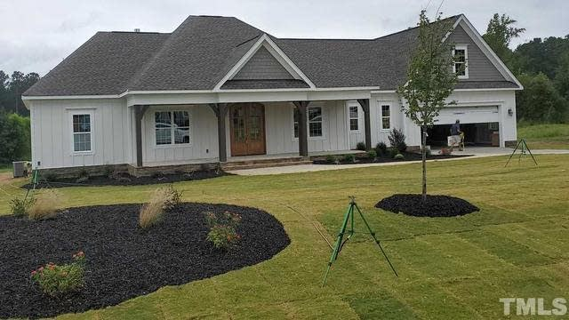 Photo 1 of 10 - 140 Meadow Lake Dr, Youngsville, NC 27596