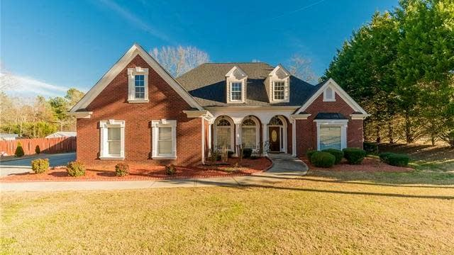 Photo 1 of 41 - 3604 Maple Valley Dr, Buford, GA 30519