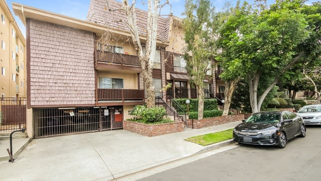 Photo 1 of 52 - 1865 Greenfield Ave #105, Los Angeles, CA 90025