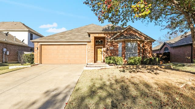 Photo 1 of 27 - 2620 Briarcrest Dr, Burleson, TX 76028