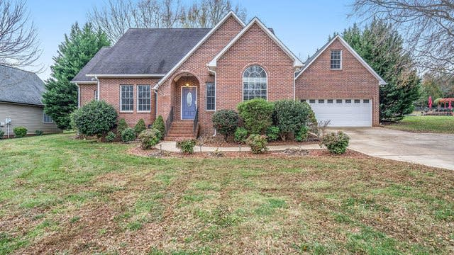 Photo 1 of 20 - 877 Huntington Hills Dr, Lincolnton, NC 28092