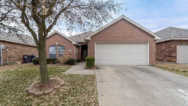 Photo 1 of 18 - 2004 Forest Meadow Dr, Princeton, TX 75407