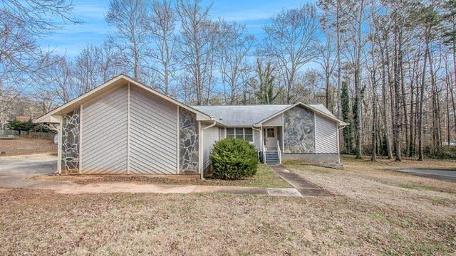 Photo 1 of 17 - 8074 Woods Ln, Jonesboro, GA 30236