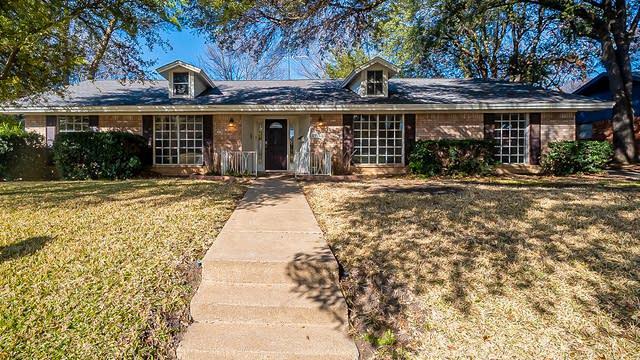 Photo 1 of 22 - 6164 Waco Way, Fort Worth, TX 76133