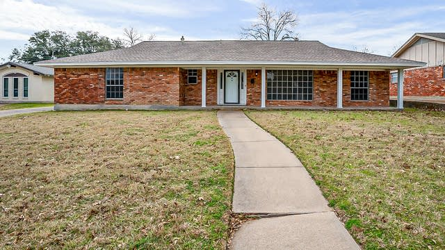 Photo 1 of 28 - 6129 Whitman Ave, Fort Worth, TX 76133