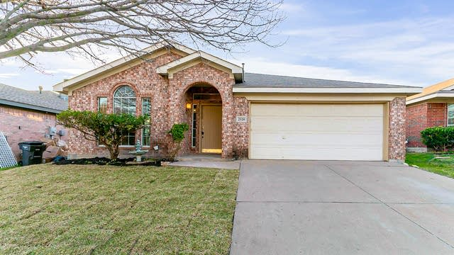 Photo 1 of 23 - 2520 Ensenada Ln, Fort Worth, TX 76108