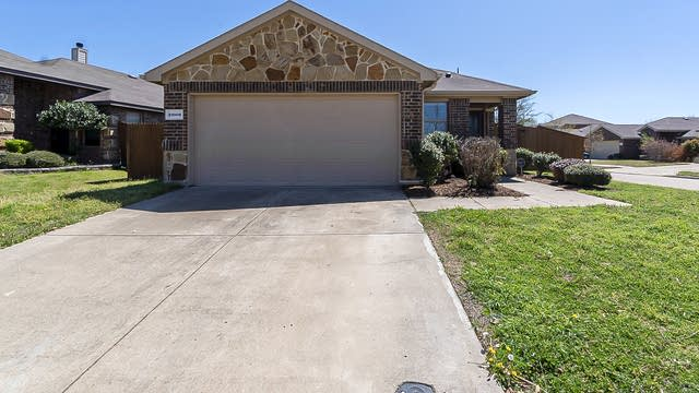 Photo 1 of 21 - 2000 Victorian Dr, Forney, TX 75126