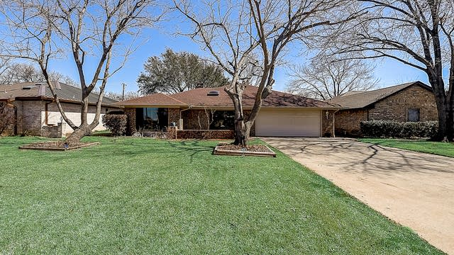 Photo 1 of 42 - 936 Old Mill Cir, Irving, TX 75061