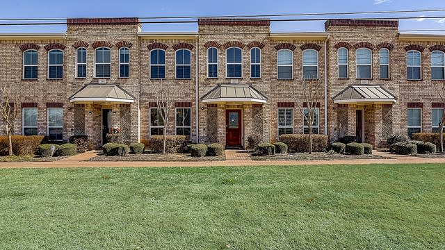 Photo 1 of 38 - 207 S Kealy Ave, Lewisville, TX 75057