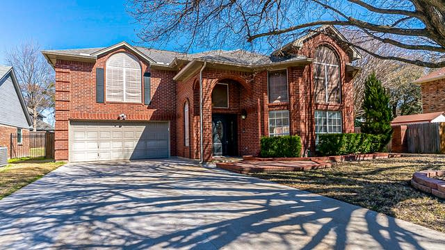Photo 1 of 33 - 3305 Cypress Ct, Bedford, TX 76021