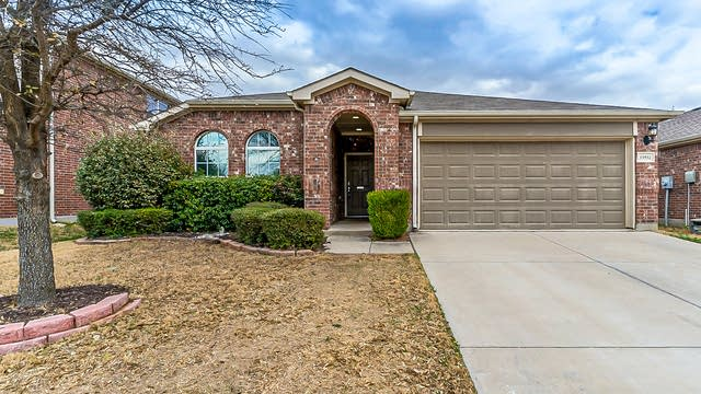 Photo 1 of 24 - 15932 Blaketree Dr, Fort Worth, TX 76177