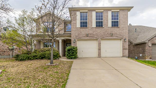 Photo 1 of 33 - 4245 Summer Star Ln, Fort Worth, TX 76244