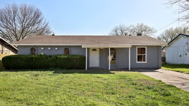 Photo 1 of 25 - 122 Cooper St, Cedar Hill, TX 75104