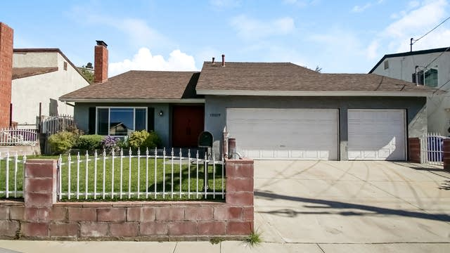 Photo 1 of 27 - 12519 Chanute St, Los Angeles, CA 91331