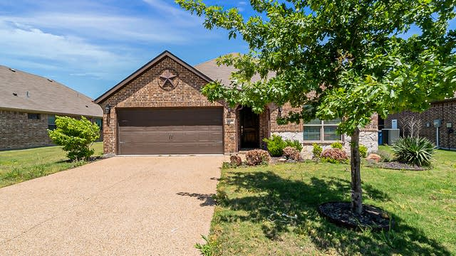 Photo 1 of 19 - 613 Spruce Trl, Forney, TX 75126