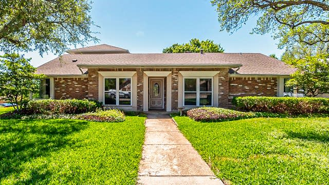 Photo 1 of 22 - 1422 Pine Hill Dr, Garland, TX 75043