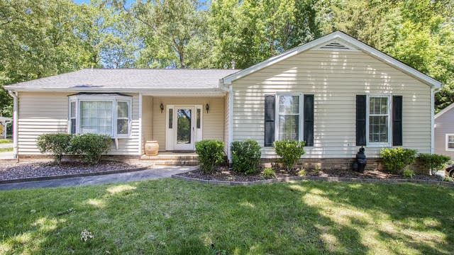 Photo 1 of 19 - 1201 Forest Wood Dr, Matthews, NC 28105