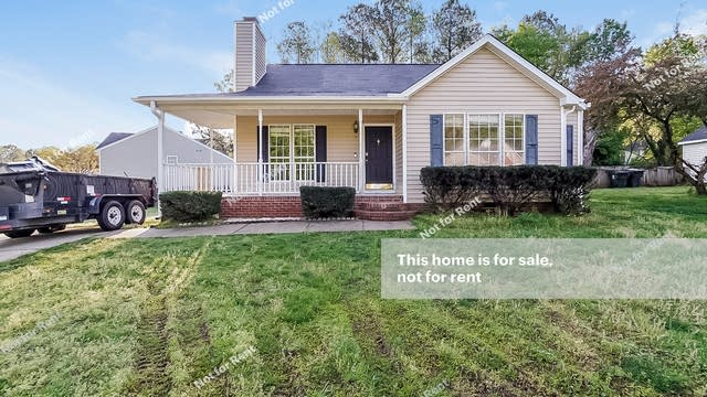 Photo 1 of 27 - 501 Baygall Rd, Holly Springs, NC 27540