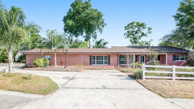 Photo 1 of 16 - 404 E Beacon Rd, Lakeland, FL 33803