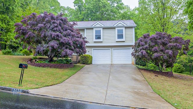 Photo 1 of 27 - 1010 Taylor Oaks Dr, Roswell, GA 30076