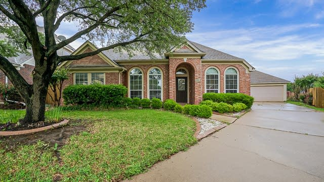 Photo 1 of 29 - 4529 Shady Hollow Dr, Fort Worth, TX 76123