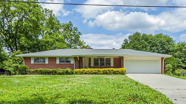Photo 1 of 25 - 1648 Pine Cir, Lawrenceville, GA 30044