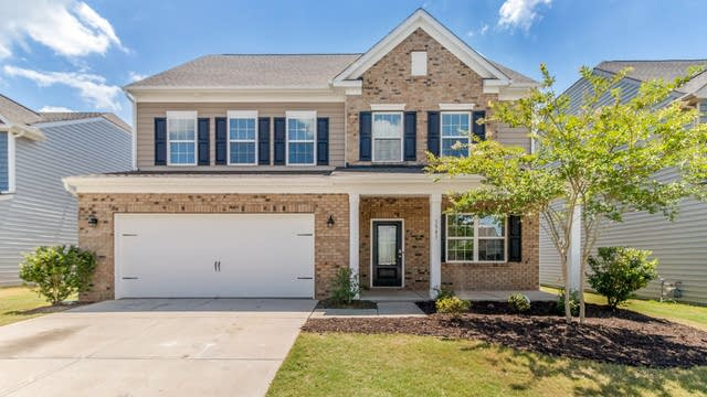 Photo 1 of 20 - 1541 Shannon Falls Dr, Fort Mill, SC 29715