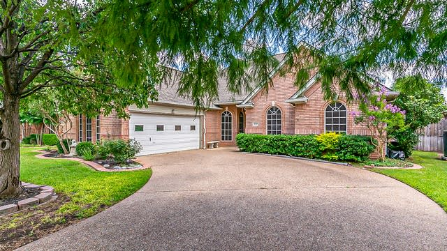 Photo 1 of 29 - 2717 Park Ave, Bedford, TX 76021