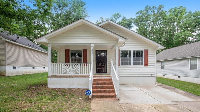 Photo 1 of 19 - 4910 Curtiswood Dr, Charlotte, NC 28213