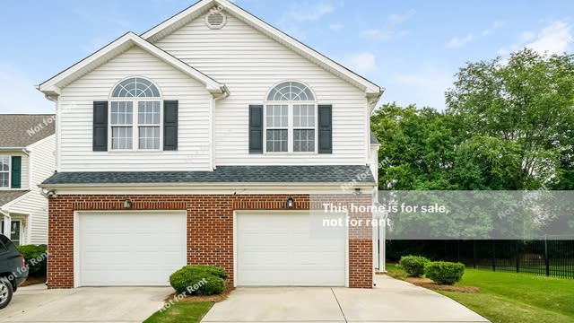 Photo 1 of 27 - 2004 Thornblade Dr, Raleigh, NC 27604