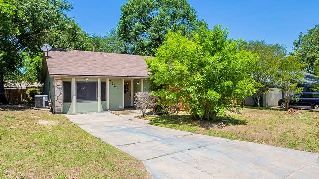 Photo 1 of 21 - 7721 Strolling Ln, Live Oak, TX 78233