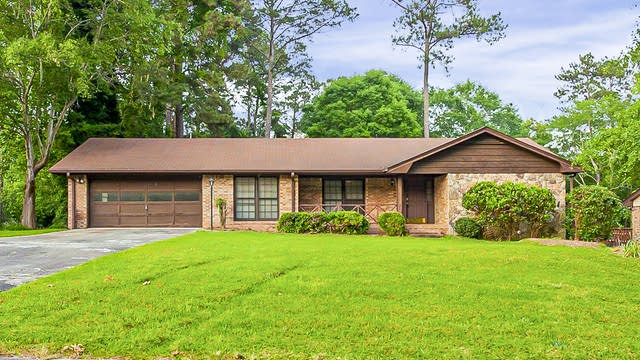 Photo 1 of 31 - 3266 Hidden Forest Dr, Snellville, GA 30078
