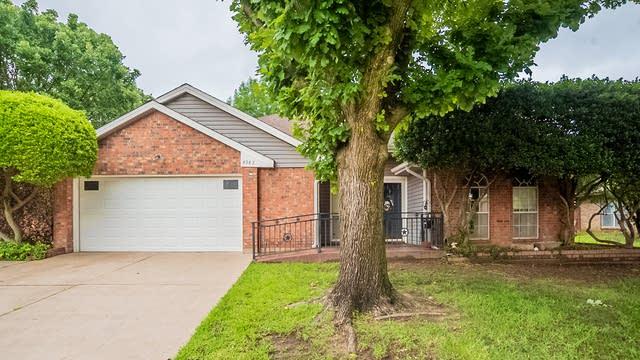 Photo 1 of 27 - 4983 Garden Grove Ct, Grand Prairie, TX 75052