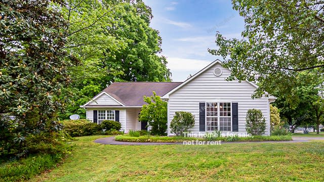 Photo 1 of 21 - 101 Lindell Dr, Apex, NC 27539