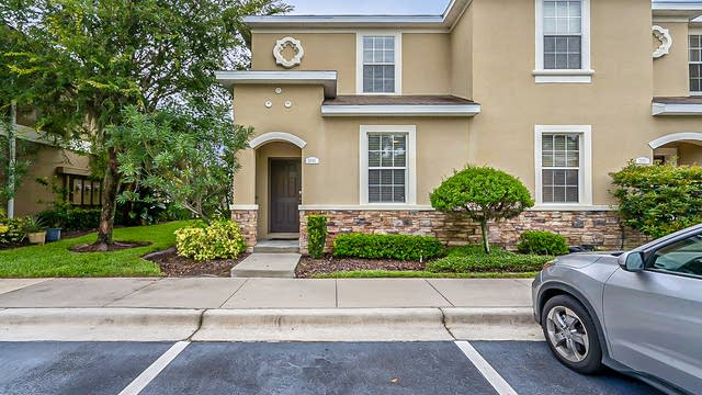 Photo 1 of 30 - 2049 Greenwood Valley Dr, Plant City, FL 33563