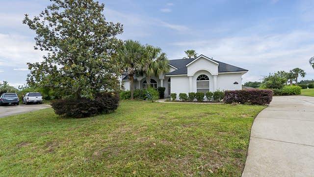 Photo 1 of 27 - 288 Bent Oak Ct, Leesburg, FL 34748