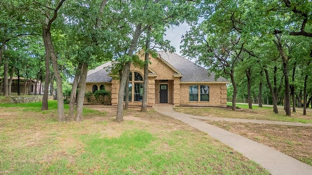 Photo 1 of 23 - 313 Highpoint Rd, Burleson, TX 76028