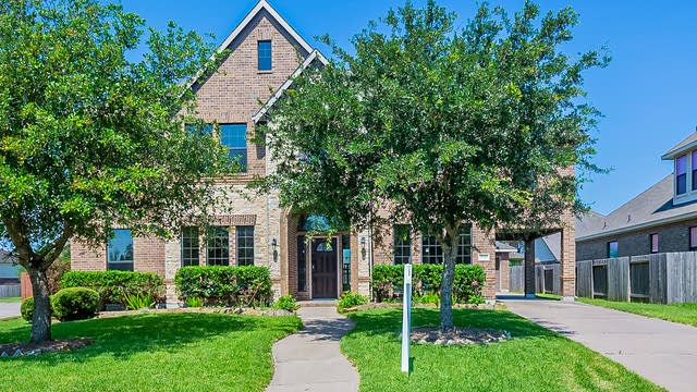 Photo 1 of 35 - 3010 Southern Brook Ct, Pearland, TX 77584